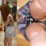 スカート女子をローアングル逆さ撮り盗撮した顔出しパンチラエロ画像