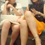 電車内で女性の正面に座りデルタゾーン隠し撮りパンチラ盗撮エロ画像
