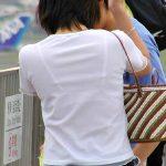 夏服で大胆に透けブラジャーしてる女性を街撮りした下着盗撮エロ画像