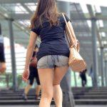 美脚や太モモを露出するホットパンツ女子を盗撮した街撮りエロ画像