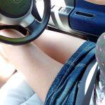 運転席や助手席に座るミニスカ女性の太股を盗撮した脚フェチエロ画像
