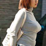 セーターやニット着た女性の着衣巨乳を盗撮した街撮りおっぱいエロ画像