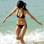 海水浴場やプールで巨乳ビキニ女子を盗撮した水着おっぱいエロ画像