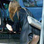 スカートが鞄や座ってめくり上がるハプニングパンチラを盗撮エロ画像