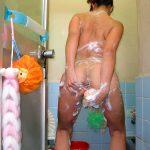 お風呂でマンコを入念に手洗いしてる全裸の嫁や彼女を盗撮エロ画像