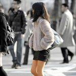 冬でも生脚を露出して歩く素人娘を街撮り盗撮した脚フェチエロ画像