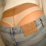 パンスト越しに腰パンツ見えてるローライズパンチラを盗撮エロ画像