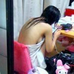 真っ裸に羞恥心を感じない人妻や彼女のふしだらな私生活を盗撮エロ画像