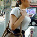 オフィスレディの強調した胸元を街撮り盗撮した着衣巨乳おっぱいエロ画像