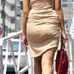 タイトスカートでヒップライン強調して歩く女性を街撮り盗撮エロ画像