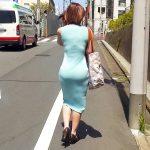 ヒップラインと透けパンが強調してるロングスカート女性を盗撮エロ画像