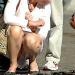 フリーマーケット会場で座りしゃがみパンチラしてる女性を盗撮エロ画像