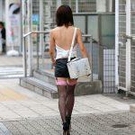 肌を過激に露出するギャルのファッションを盗撮した街撮りエロ画像