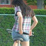 自転車に乗ってるムニュッとしたお尻を隠し撮りしたサドル尻エロ画像