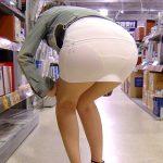 パンティラインが露わになってるスカート素人娘を街撮り盗撮エロ画像