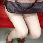 車や電車で女性のスラリと伸びる美脚や太腿を盗撮した脚フェチエロ画像
